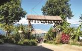 Derrière les fleurs, des villages H'mông qui s'épanouissent