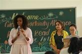 L'ancienne première dame américaine Michelle Obama visite le lycée Cân Giuôc