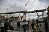 Un premier tronçon du pont de Gênes est à terre en Italie
