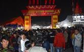 Venir au marché Viêng pour solliciter le bonheur