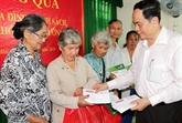 Le président du Comité central du FPV rend visite à des démunis de Cân Tho