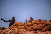 Syrie: des camions transportant hommes, femmes et enfants quittent la poche de l'EI