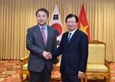 Le vice-Premier ministre Trinh Dinh Dung reçoit un dirigeant du groupe Hyundai