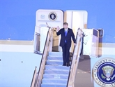 Le président américain arrive au Vietnam