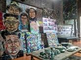 Boire un café en admirant des tableaux sur Donald Trump et Kim Jong Un