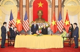 Le Vietnam et les États-Unis signent des documents de coopération