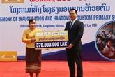 La Compagnie d'assurance LAP offre une école primaire à un district laotien