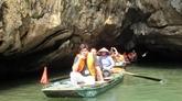 Des journalistes étrangers impressionnés de la beauté du complexe paysager de Tràng An, à Ninh Binh