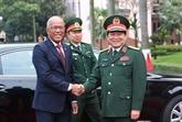 Le ministre philippin de la Défense en visite officielle au Vietnam