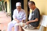 Une infirmière consacre sa vie à soigner les patients lépreux