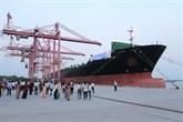 Hô Chi Minh-Ville accueille un porte-conteneur géant