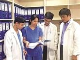 Un couple de médecins vietnamiens passionné par les bébés éprouvettes