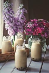Thé au lait avec boules de tapioca