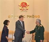 Le vice-ministre de la Défense, Nguyên Chi Vinh, reçoit le directeur de l'USAID Vietnam