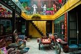 Un café donne vie aux produits recyclés à Hanoï