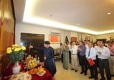 Offrande d'encens aux rois fondateurs Hùng en Malaisie