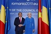 Cérémonie d'accueil du PM Nguyên Xuân Phuc en Roumanie