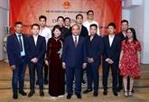 Le PM Nguyên Xuân Phuc rencontre la communauté des Vietnamiens en Roumanie