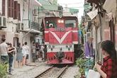 À la découverte d'une rue du train à Hanoï