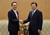 Le vice-Premier ministre Trinh Dinh Dung reçoit le directeur général du groupe Marubeni