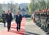 Accueil officiel du Premier ministre Nguyên Xuân Phuc à Prague