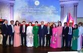 Nguyên Xuân Phuc salue la communauté vietnamienne en République tchèque