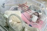 Japon: un bébé garçon né avec un poids inédit de 258 grammes va quitter l'hôpital