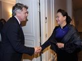 Nguyên Thi Kim Ngân rencontre le secrétaire national du PCF