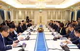 Le chef du gouvernement vietnamien dialogue avec de grandes entreprises chinoises