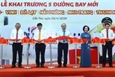 Le Premier ministre assiste à l'inauguration de cinq lignes aériennes à Cân Tho