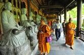 Des délégués à la fête de Vesak visitent la province de Ninh Binh