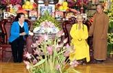 La présidente de l'AN rend visite au vénérable Thich Phô Tuê