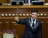 Ukraine: investi président, Zelensky convoque des législatives