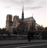 L'UAVF remet des dons pour Notre-Dame de Paris