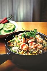 Les vermicelles sautés aux crevettes et légumes