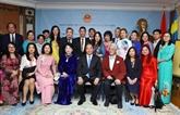 Le PM Nguyên Xuân Phuc rencontre des représentants de la communauté vietnamienne