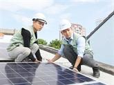 Des habitants de Hô Chi Minh-Ville s'intéressent à l'énergie solaire
