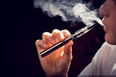 La cigarette électronique de plus en plus utilisée pour arrêter de fumer