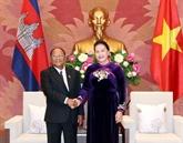 Entretien entre les présidents des AN du Vietnam et du Cambodge