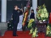 Le Premier ministre Nguyên Xuân Phuc salue la mémoire du général Lê Duc Anh