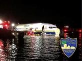 États-Unis: un Boeing 737 finit son atterrissage dans un fleuve en Floride