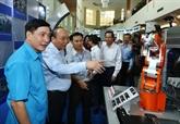 Nguyên Xuân Phuc fait l'éloge des travailleurs qualifiés