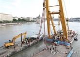 Naufrage en Hongrie : début de l'opération de remontée du bateau