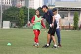 Football féminin: le Japonais Akira forme des jeunes vietnamiennes
