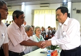 Le président du Front de la Patrie du Vietnam rencontre les fidèles bouddhistes Hoà Hao