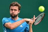Tennis: Simon continue sa route à Eastbourne, Herbert sorti