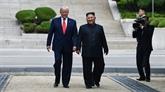Donald Trump entre à pied en RPDC avec Kim Jong Un