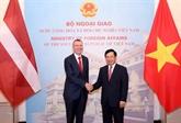 Pham Binh Minh s'entretient avec le ministre des AE de Lettonie