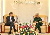 Un vice-ministre de la Défense reçoit le directeur de l'USAID au Vietnam