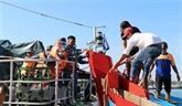 Binh Dinh: sauvetage de six pêcheurs à bord d'un navire coulé